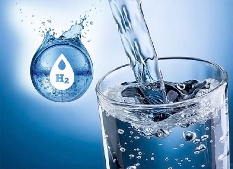 Nước ion kiềm có tính kiềm nhẹ từ 8.5 đến 9.5 được sản xuất trực tiếp từ máy điện phân ion kiềm