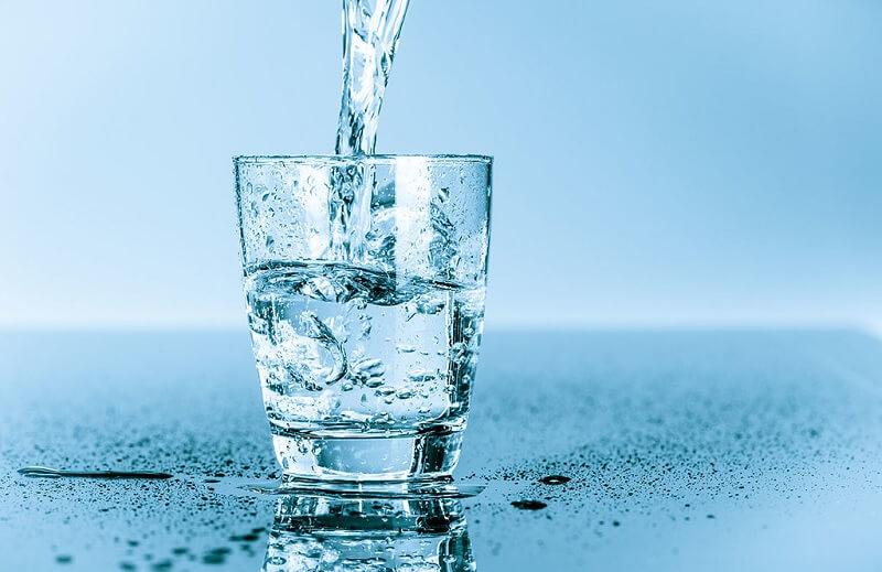 Uống đủ 2 - 3 lít nước ion kiềm mỗi ngày sẽ bảo vệ sức khỏe, đẹp da và chống lão hóa hiệu quả