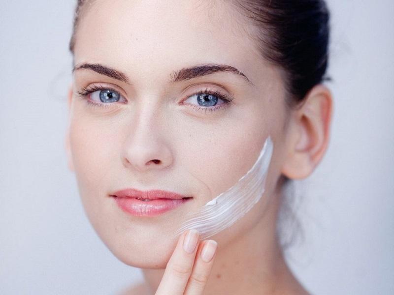Dưỡng da là một trong các bước quan trọng để bạn có được sự lão hóa ngược