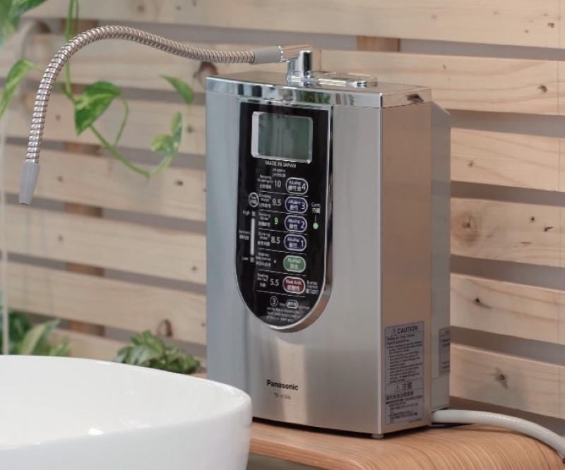Vòi nước của máy điện giải đã được nghiên cứu, thiết kế sao cho phù hợp với không gian bếp của người Việt