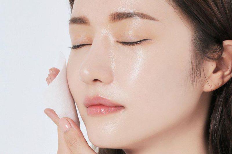 Nước ion axit nhẹ được tạo ra từ máy điện giải giúp làm sạch da, se khít lỗ chân lông hiệu quả