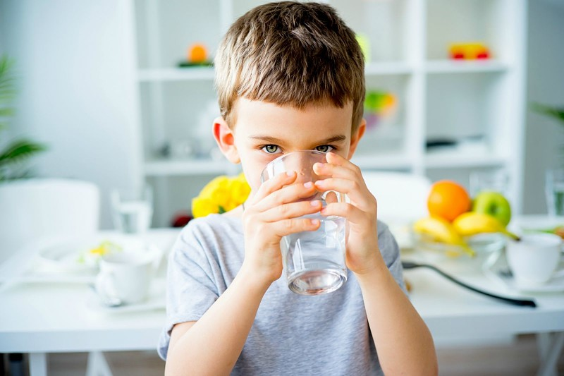 Bạn nên chọn mua máy lọc nước ở những địa chỉ uy tín để đảm bảo nguồn nước sạch cho gia đình