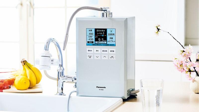 Panasonic TK-HS92 tạo ra nước ion kiềm ở cực âm, nước axit ở cực dương