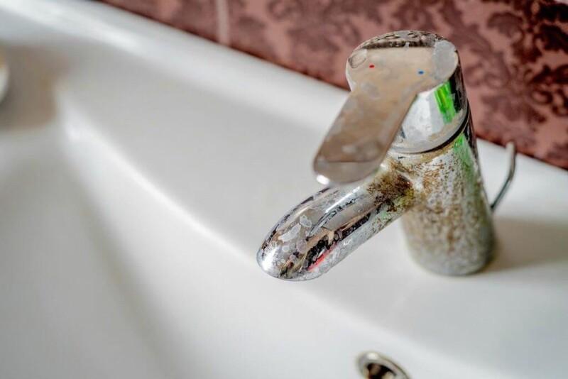 Một trong những dấu hiệu nhận biết nước mang tính cứng