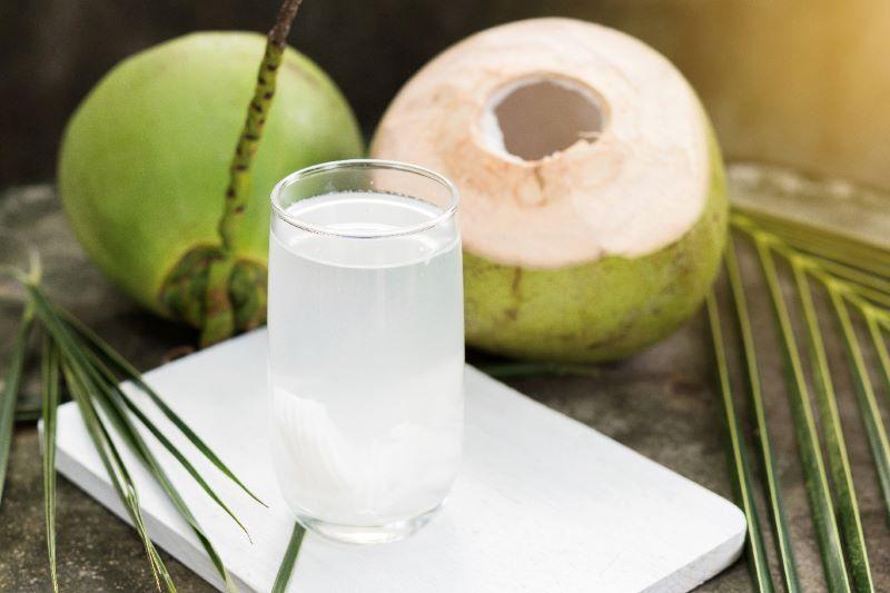 Mỗi ngày bạn chỉ nên uống 1-2 quả dừa để tránh tác dụng phụ