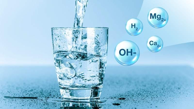 Nước ion kiềm chứa những vi khoáng tự nhiên giúp giảm cảm giác mệt mỏi sau uống rượu