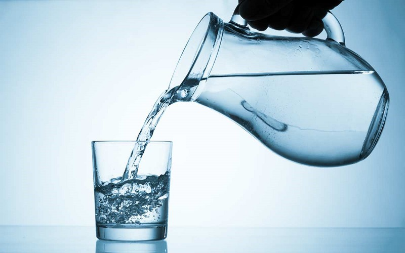 Bạn không nên uống quá nhiều nước ion kiềm cùng một lúc