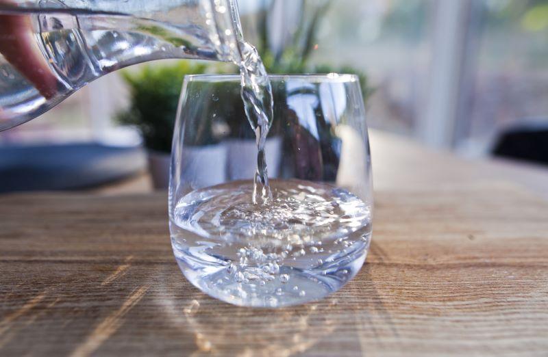 Sự thật về nước ion kiềm có tốt như quảng cáo không là thắc mắc của nhiều người.