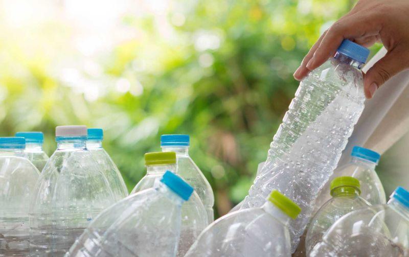 Khi dùng nước kiềm đóng chai cần chọn mua ở cửa hàng uy tín