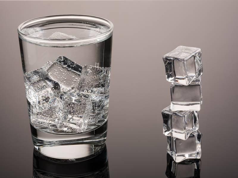 Nên uống nước lạnh sau khi vừa đi ngoài nắng về