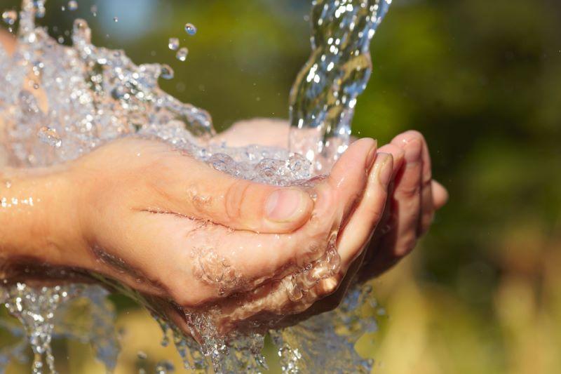 Nước chiếm vai trò rất quan trọng đối với sức khỏe của con người