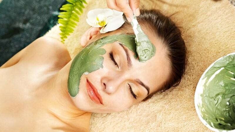 Đắp mặt nạ với bột trà xanh giúp trắng da, chống lão hóa