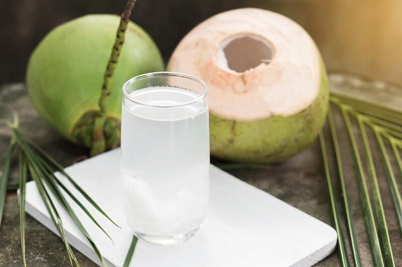Nước dừa vừa giúp giải khát lại vừa bổ sung khoáng chất cho cơ thể khỏe mạnh