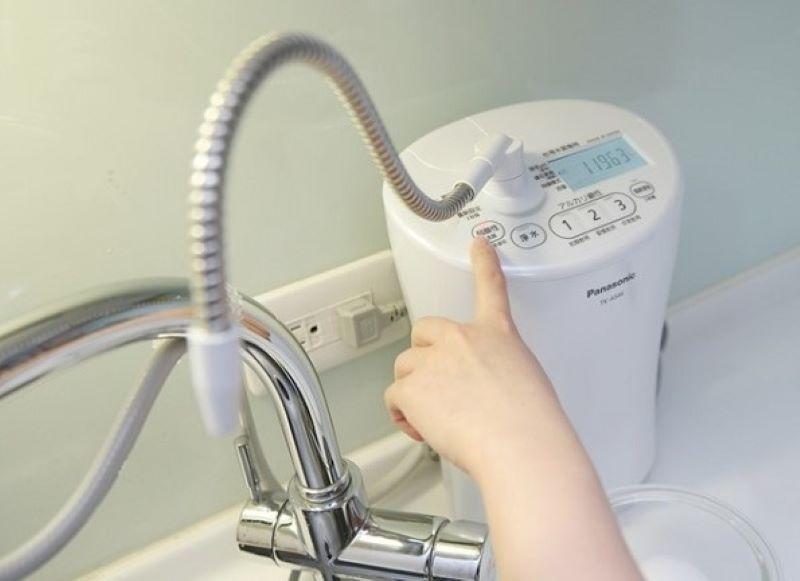 Cách sử dụng máy lọc nước tạo kiềm Panasonic Alkaline TK-AS46-W khá đơn giản