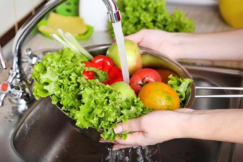 Nước ion kiềm có độ pH 10.0 có thể dùng ngâm rửa hoa quả