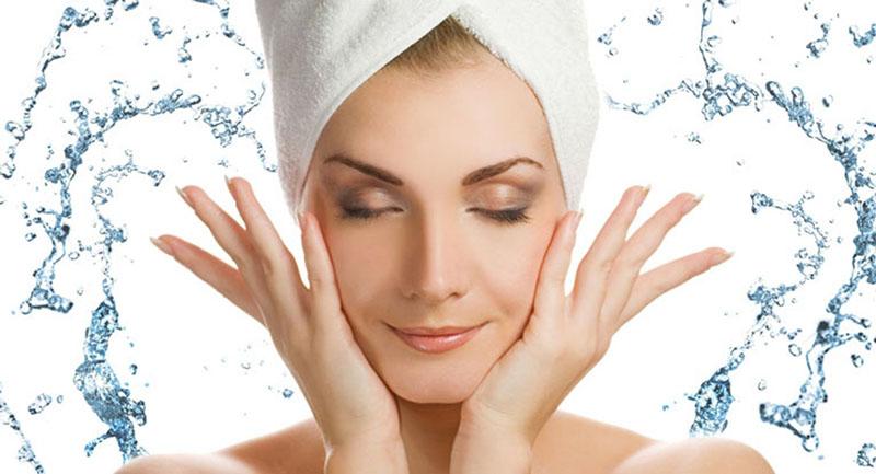 Nước ion axit nhẹ có thể dùng để rửa mặt